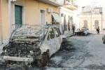 Incendio doloso a Rosolini: distrutte tre auto nella notte