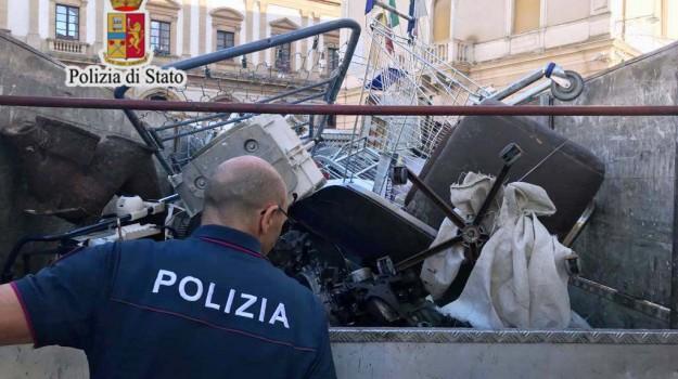 sequestro autocarro, Caltanissetta, Cronaca