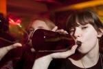 Nuove precocità, adolescenti e alcol, ma in famiglia non se ne parla
