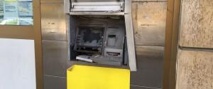 Assalto a un postamat nella notte a Palermo: lo fanno esplodere ma fuggono senza bottino