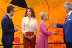 Gaffe della Litizzetto, dà la mano a Bocelli e ci scherza su - Video
