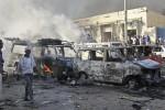 Camion-bomba fa strage davanti a un hotel di Mogadiscio