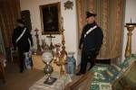 Palermo, oggetti d'antiquariato ritrovati in un edificio occupato: rubati da un negozio