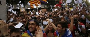 Dopo le violenze per il referendum, la Catalogna scende in piazza