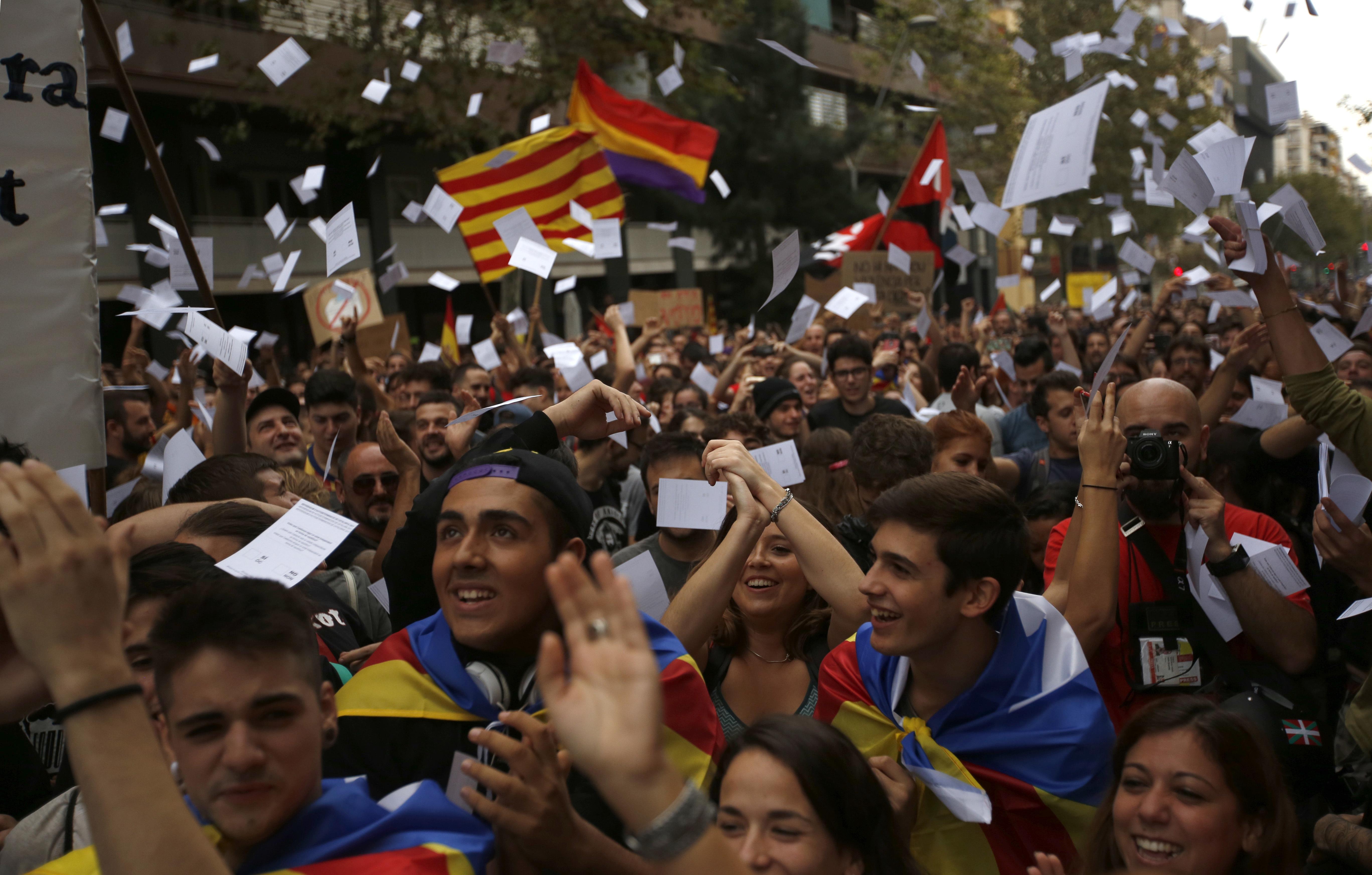 Indipendenza catalana: Rajoy chiede a Puigdemont di rinunciarvi