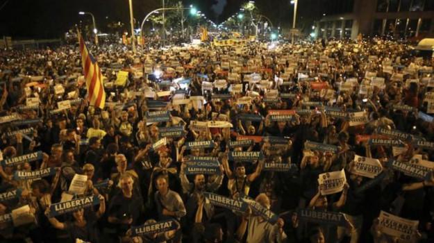Manifestazioni Catalogna, Sicilia, Mondo