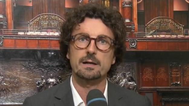 cellulare alla guida, Danilo Toninelli, Sicilia, Politica