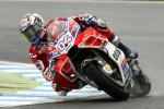 MotoGp, Dovizioso vince all'ultima curva: duello sotto la pioggia con Marquez