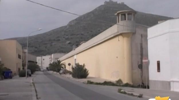 Ancora nessuna traccia dei tre detenuti evasi da Favignana: spunta un quarto detenuto