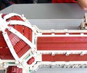 Cupola Brunelleschi con Lego,folla per assistere costruzione