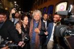 """Passeggiata in centro tra la folla a Palermo, Grillo: """"Il voto in Sicilia è come un referendum"""""""