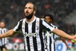 Furia Higuain sul Milan: doppietta dell'argentino, la Juve sbanca San Siro