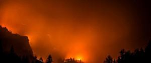 Incendi nel Catanese, evacuata una scuola a Mascalucia