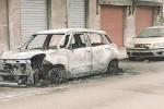 In fiamme l'auto di un ristoratore a Milazzo, incendio doloso