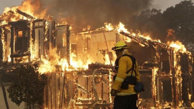 incendio california, Sicilia, Mondo