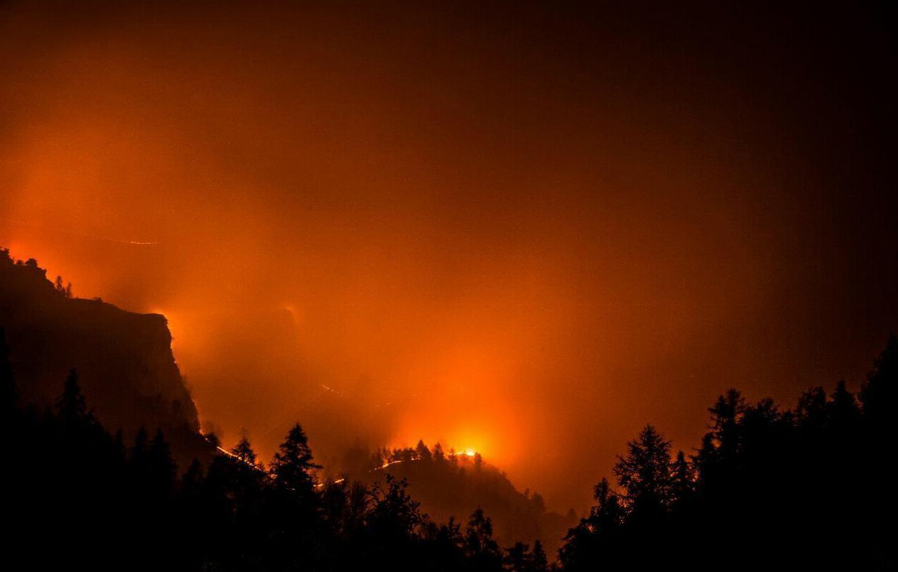 California incendi al sud evacuate case giornale for Case moderne nel sud della california