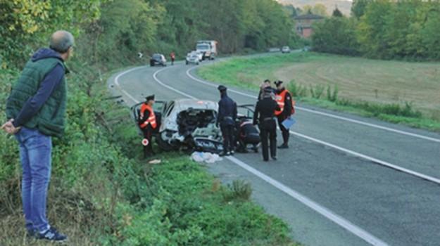 incidente stradale piemonte, siciliani morti piemonte, Caltanissetta, Cronaca