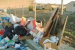 Incendio di rifiuti a Licata, pompieri al lavoro