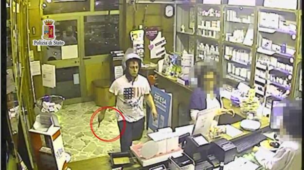 Rapina a due farmacie a Palermo, incastrato dalle telecamere