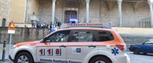 Cade una pietra dalla navata della Basilica di Santa Croce a Firenze, morto un turista