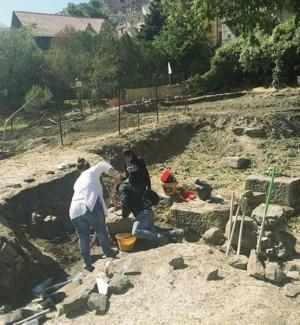 Un grande basamento emerge negli scavi di Troina