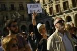 Catalogna: il premier Rajoy pronto a sospendere l'autonomia, unionisti in piazza