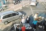 Pesce venduto in strada nell'area portuale, protesta a Trapani