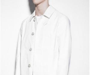 Moda: Maison Margiela ridisegna l'impermeabile Mackintosh