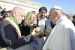 Papa: Alba dona tartufo bianco a Francesco