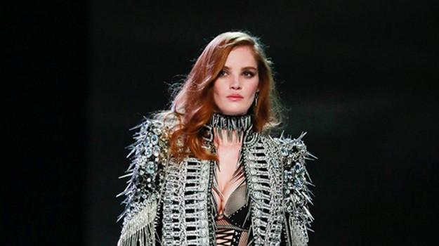 Occhi puntati su Alexina Graham, la prima modella rossa sulla passerella del Victoria's Secret Fashion Show