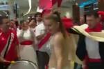 Perù, c'è anche la ballerina sexy per il playoff in Nuova Zelanda