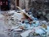 Cemento, vetro e materiali di risulta: le foto del degrado in via Matteo Sclafani a Palermo