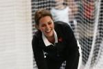 Racchetta in mano e tuta, Kate incinta gioca a tennis con i bambini: le foto