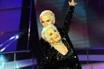 Balla scatenata sul palco di Tù sì que vales: standing ovation per una nonnina di 83 anni