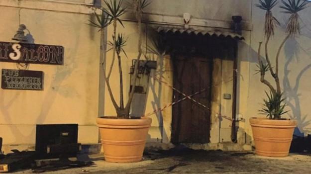 incendio pub avola, Siracusa, Cronaca