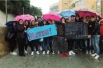 """Palestra ancora chiusa, protestano gli studenti del """"Cosentino"""" a Marsala"""