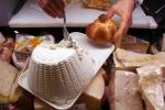 Latte e formaggi diminuiscono rischio tumore colon-retto