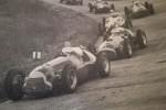 Fangio su Alfa davanti a una Ferrari nel 1951