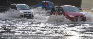 Maltempo a Ragusa, straripa il fiume Dirillo: chiusa e poi riaperta la strada statale 115