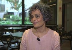 Arundhati Roy: 'Gandhi icona dei diritti civili? Assurdo, era favorevole alle caste'
