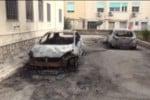 Auto della parrocchia a fuoco a Borgo Nuovo, le immagini delle vetture bruciate - Video