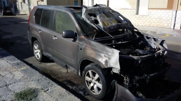 Bruciata auto comune Gela, Caltanissetta, Cronaca
