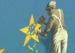 Su un palazzo disegnato un operaio che cancella una delle stelle dalla bandiera della Ue