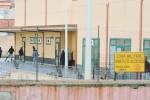 Risse al centro migranti di Bisconte, abitanti preoccupati e la Prefettura avvia controlli