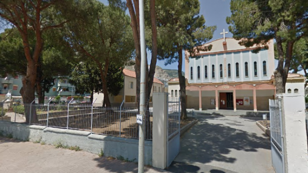incendio auto chiesa palermo, Palermo, Cronaca