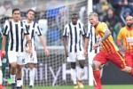 Il Napoli rallenta a Chievo, la Juve soffre col Benevento ma sale a -1