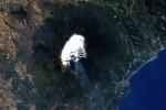 """Un """"orso polare"""" sull'Etna, AstroPaolo fotografa dallo spazio il vulcano innevato"""