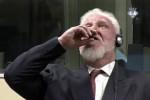 Condannato per crimini di guerra, ex generale croato beve veleno e si uccide in diretta tv
