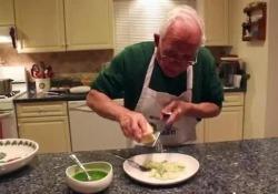 Lo straordinario accento garganico è un o dei motivi del successo di questa ricetta lanciata dal canale YouTube Orsara recipes