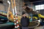 Maestro carpentiere costruisce a Venezia una gondola con 350 cassette di frutta - Foto